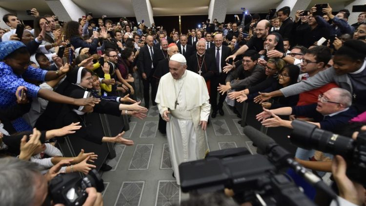 Encounter of young people with the Pope and the Synod Fathers