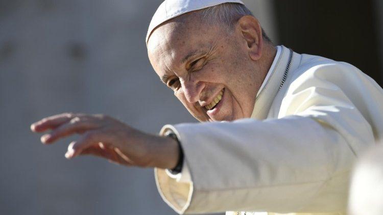 Papa A Paixão Pela Paz Torna Todos Mais Jovens No Coração Vatican