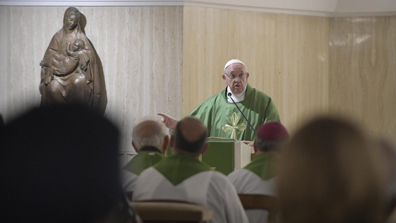 Papa Francesco: attenzione ai cristiani rigidi e sempre perfetti