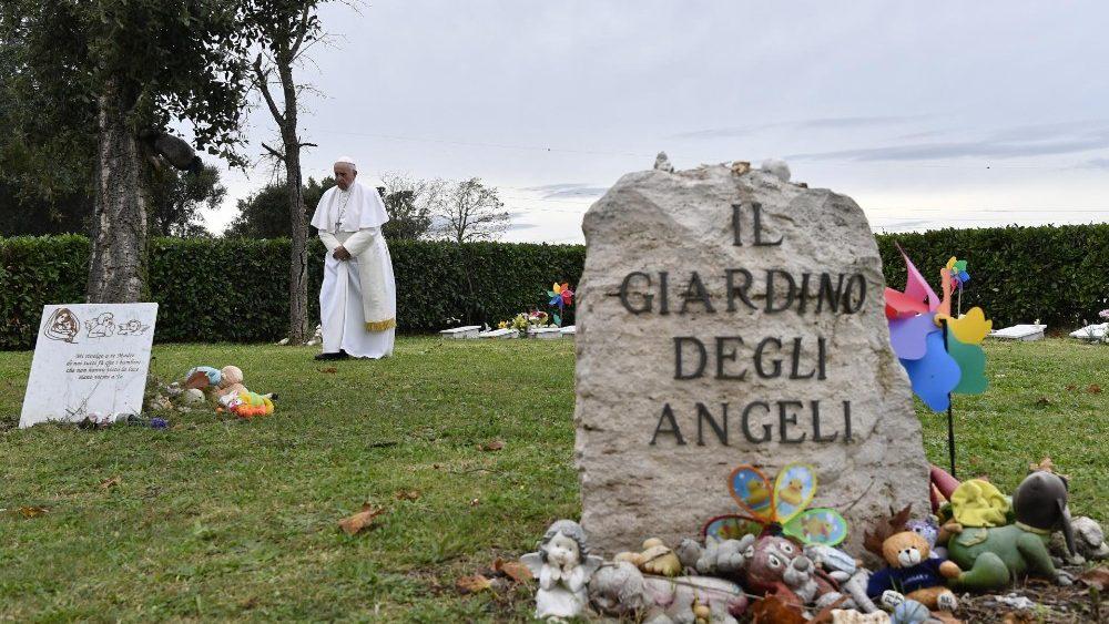El Papa Reza Por Los Fieles Difuntos Hoy Es El Día De La