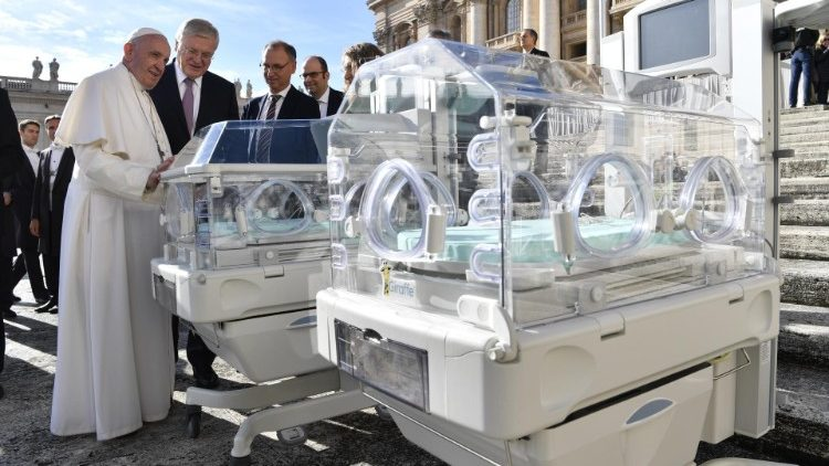 Pope Francis receives two incubators at the General Audience on 21 November