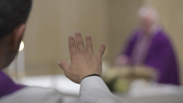 Papa convida todos a se preparem para o Natal