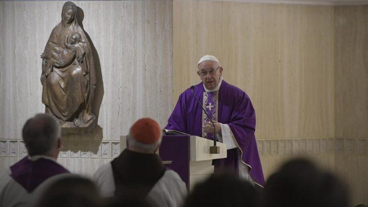 Papa: assim como os mártires, deixar-se consolar por Deus