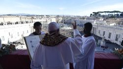 Pope Francis delivers the Christmas Urbi et Orbi blessing