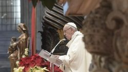 Pope at Epiphany Mass: God's gentle light shines in humble love