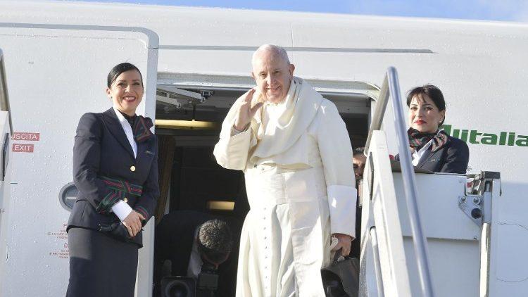 ĐTC Phanxicô lên máy bay đi Panama