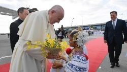 Children greet Pope Francis as he arrives in Panama