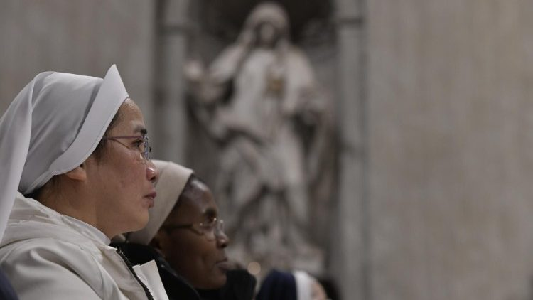 ĐTC ban hành tự sắc liên quan đến việc lập các hội dòng giáo phận