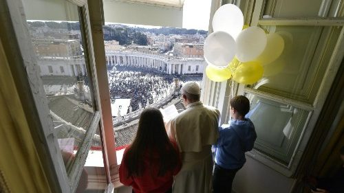 Pope at Angelus: 'Disciples of Jesus follow faith, not miracles'