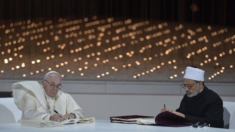 Pope Francis and Ahmad Al-Tayyeb sign the Document on Human Fraternity in Abu Dhabi on 4 February 2019