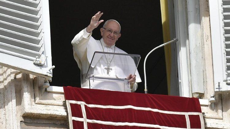 Papa Francisco Ángelus barco