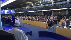 Pope Francis with the workders of IFAD as part of the 42nd General Assembly of the UN Organization