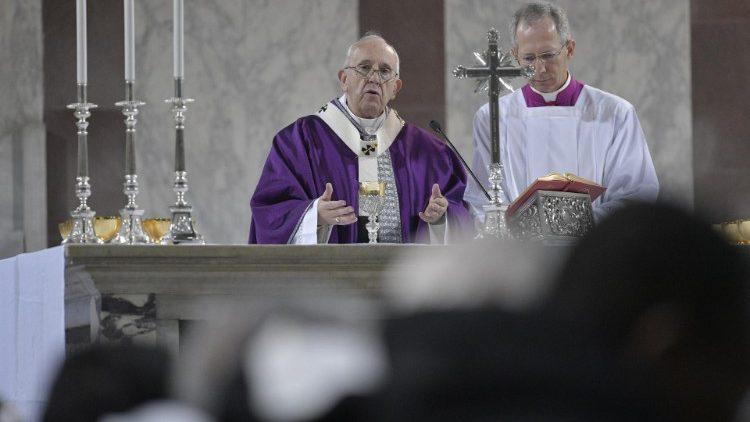 Pope francis in the Basilica of San Sabina in Rome - Ash Wednesday celebraions