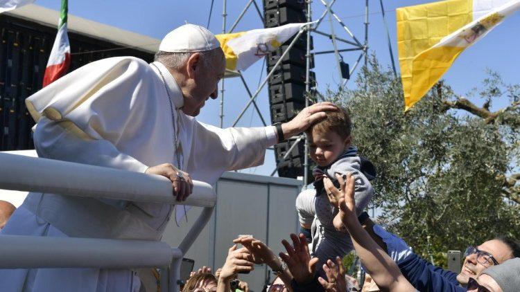 2019-03-25-visita-del-santo-padre-a-loreto-1553511542217.JPG