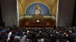 Papa Francisco visita Pontificia Universidad Lateranense