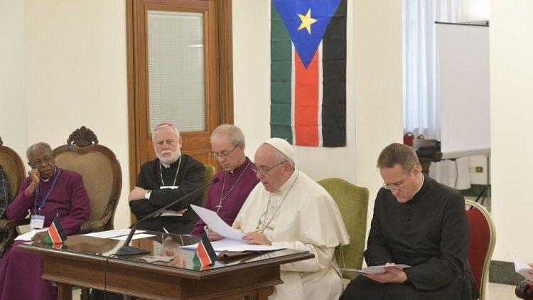 Le Pape recevant les leaders du Soudan du Sud au Vatican le 11 avril 2019.
