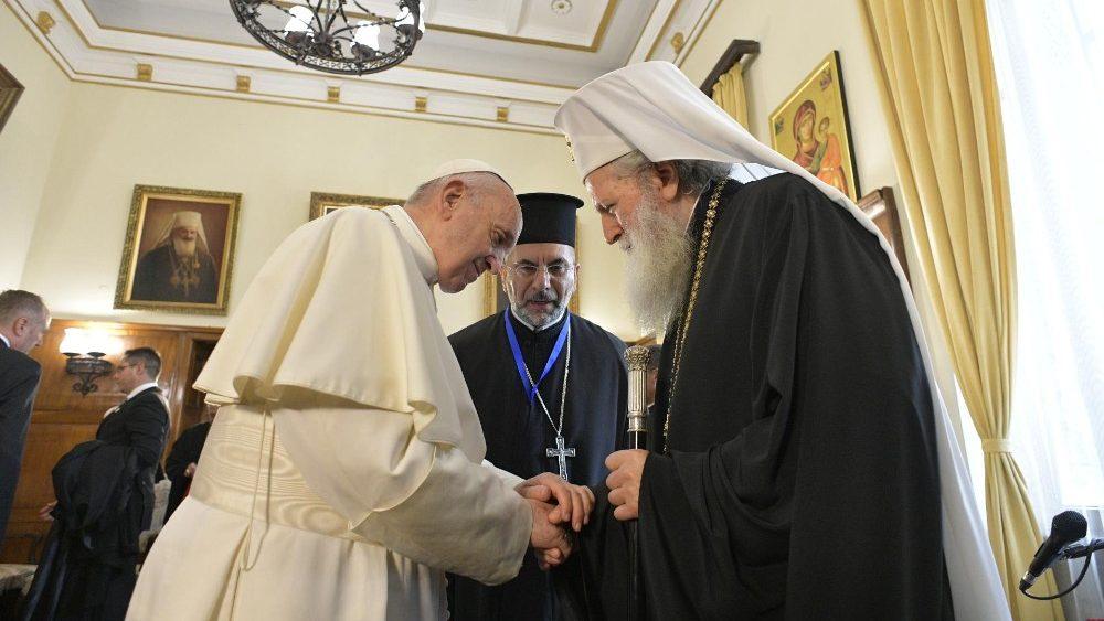 Resultado de imagen para el papa francisco en bulgaria