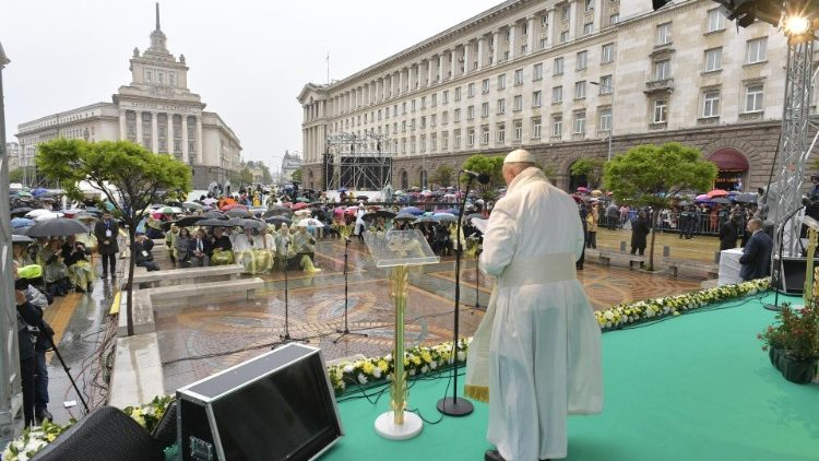 Pope Francis delivers his address at the prayer meeting for peace in Sofia