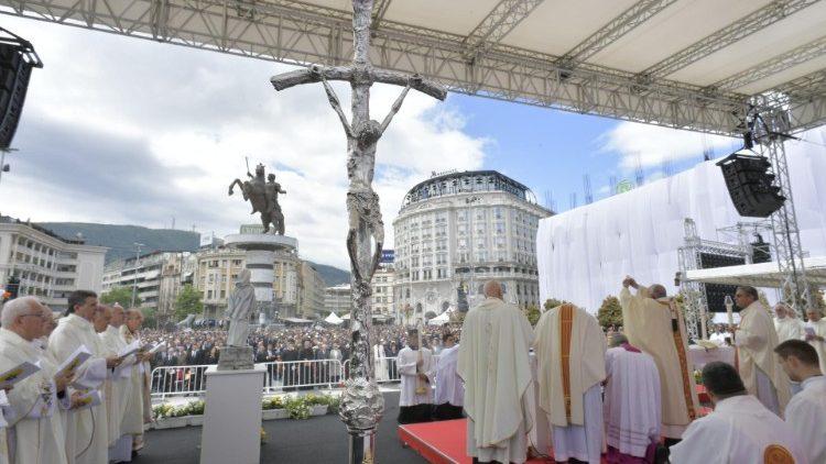 ĐTC dâng Thánh Lễ tại quảng trường Macedonia