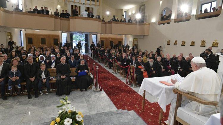 Encuentro del Papa con los sacerdotes, sus familias y los religiosos en Macedonia del Norte.