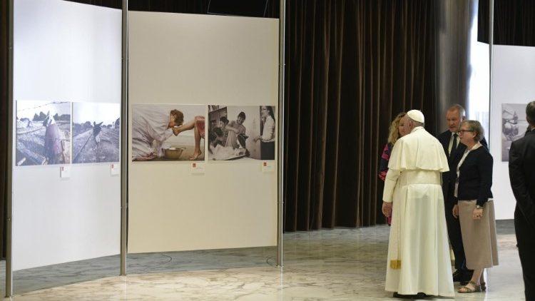 El Papa visitó la exposición