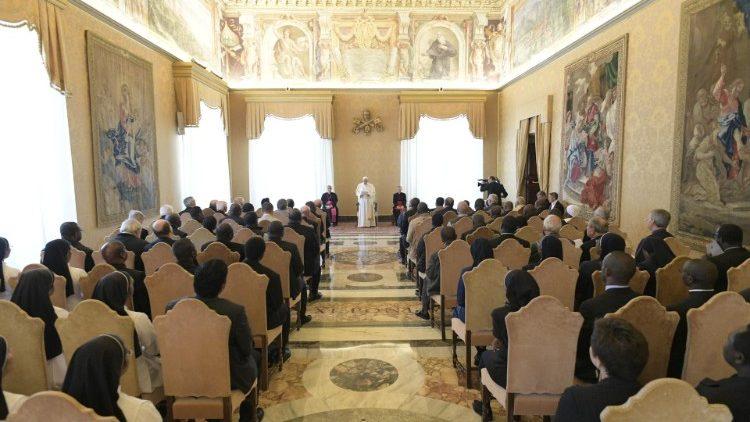 Папа помолился о тех, кто рискует жизнью ради Евангелия