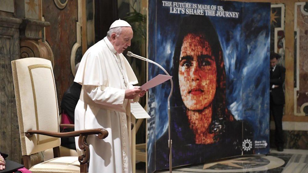 Papst Franziskus bei der Audienz für die Caritas-Vertreter