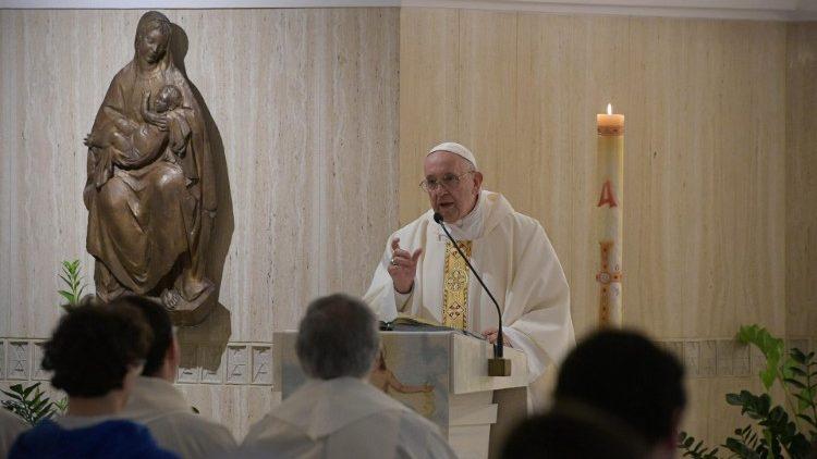Papa Francisco durante a missa na Casa Santa Marta