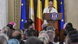 Pope Francis speaks to Romanian civil society
