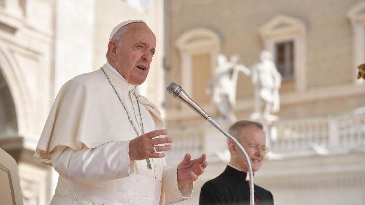 Папа Франциск на площади Святого Петра