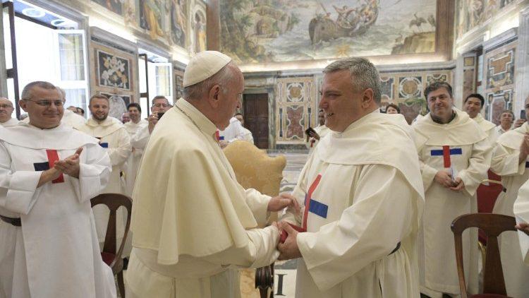 Папа – тринитариям: будьте ближе к молодёжи, в том числе далёкой от Церкви
