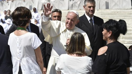 Pope greets pilgrims in sunny St. Peter's Square