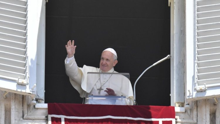 Pope at Angelus: 'Corpus Christi renews our amazement in Eucharist' - Vatican News