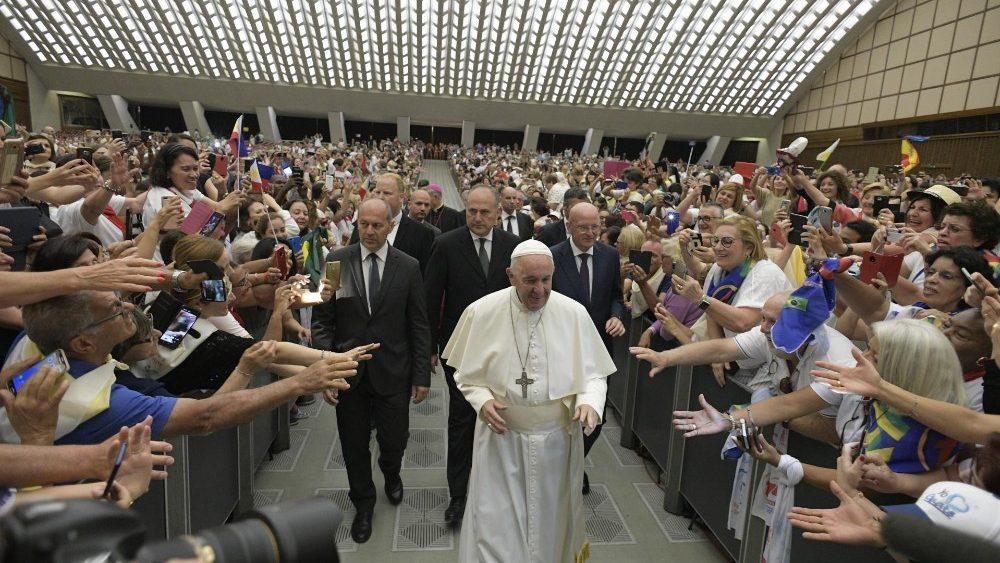 Papa Francisco na audiência ao Apostolado da Oração, na Sala Paulo VI, no Vaticano