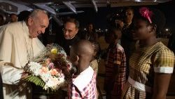 Mozambican children welcome Pope Francis to Maputo with flowers