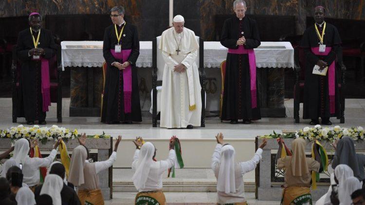 教皇フランシスコとモザンビークの教会関係者との出会い 2019年9月5日 マプトのカテドラルで