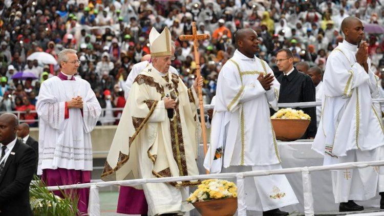 2019.09.06 Viaggio Apostolico in Monzambico Madagascar Maurizio Santa Messa nello Stadio di Zimpeto