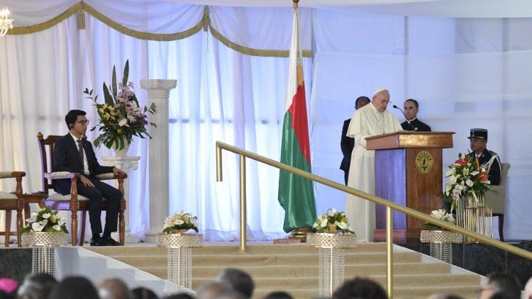 Papa encontro com as autoridades