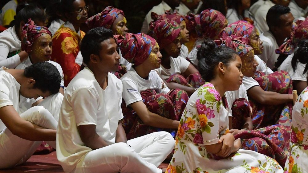 Pope to youth in Madagascar: Jesus entrusts you with a ...