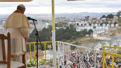 Pope prays for workers in Antananarivo