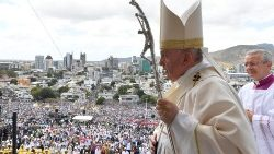 Pope at Mass in Mauritius: Be a youthful, joyful, missionary Church