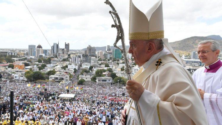 Pope at Mass in Mauritius: Be a youthful, joyful ...