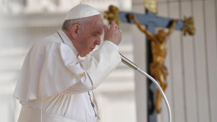Pope at Audience: Holy Spirit gives us courage, helps us discern well - Vatican News
