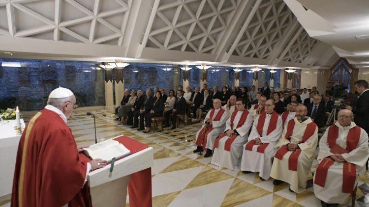 Папа: епископ должен быть ближе к Народу Божьему