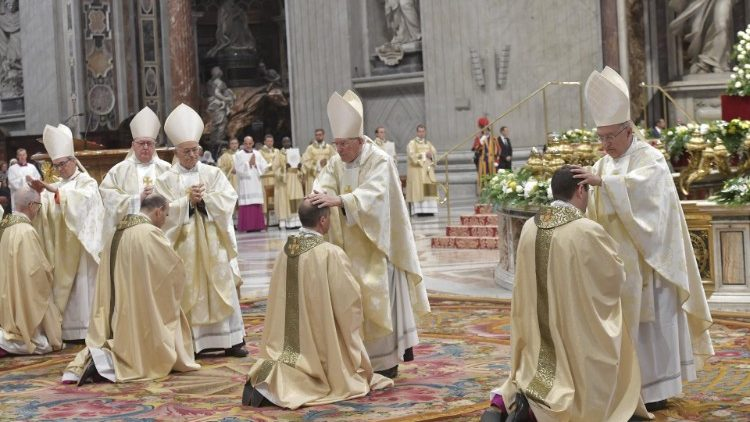 ĐTC: Nhiệm vụ trước tiên của giám mục là cầu nguyện và Lời Chúa