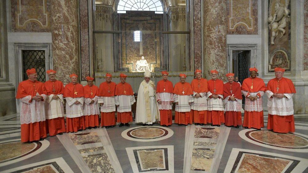 El Papa Francisco y los nuevos cardenales