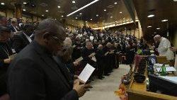 Temps de prière lors de la 15e congrégation générale du Synode sur l'Amazonie, le vendredi 25 octobre 2019.