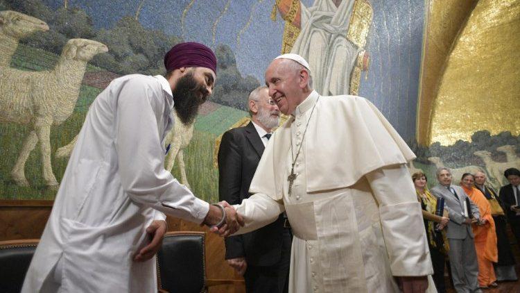 Le Pape François lors de linauguration de lexposition Calligraphie à lUniversité du Latran à Rome, le 31 octobre 2019.