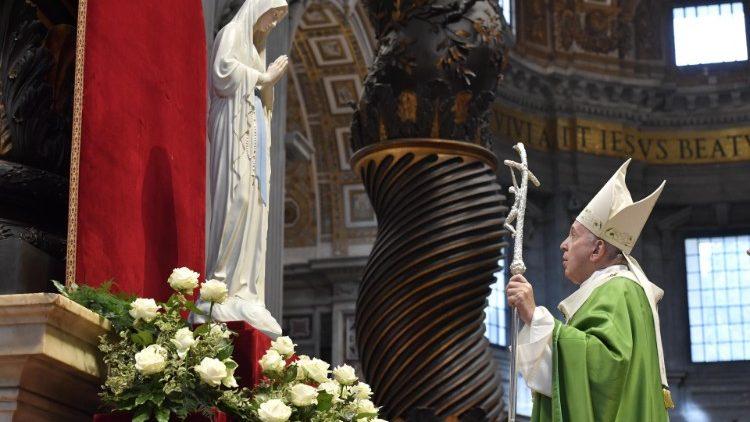 Le Pape François lors de la messe à l'occasion de la Journée mondiale des pauvres, le 17 novembre 2019, en la basilique Saint-Pierre.