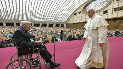 Pope Francis greets Fr Piergiorgio Perini, founder of the Parish System of Evangelization Cells